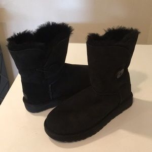 UGG Shoes - New Ugg Black Bailey Button Suede Boots Sz 10 ❤️🛍